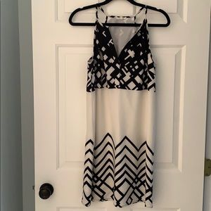 Black & white geometric dress size S